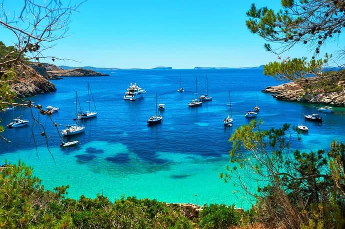 Luxury Yacht Vacationers | Sebastus Sailing